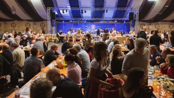 Il primo weekend del Paulaner Oktoberfest Alessandria tra Family Day, musica live e Santa Messa