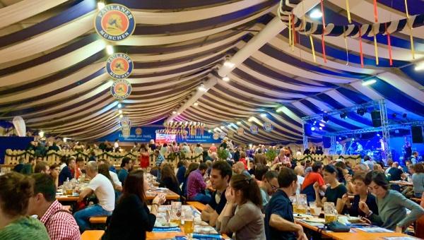 Il maltempo non ferma la grande affluenza di pubblico al Paulaner Oktoberfest Alessandria